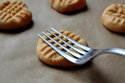 peanut-butter-cookies-9.x19432